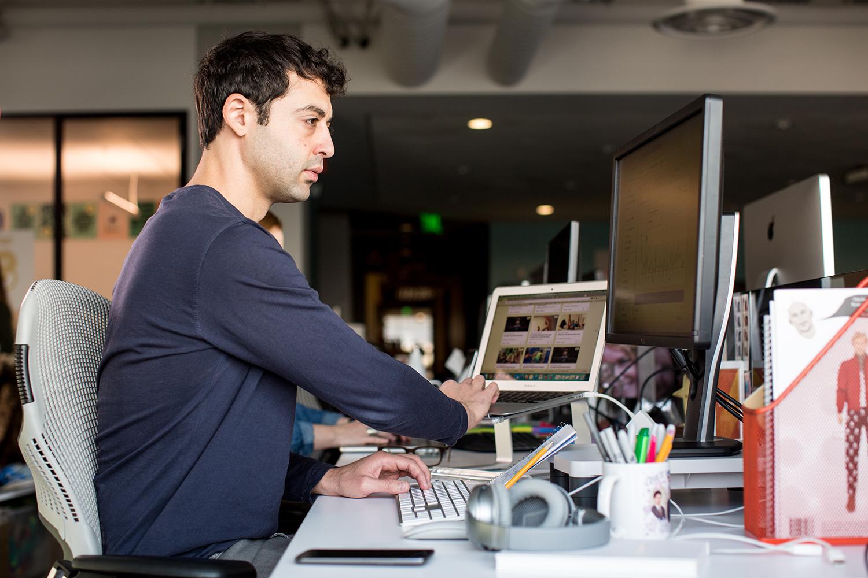 People, Person, Computer, Electronics, Laptop, Pc, Desk, Furniture, Table